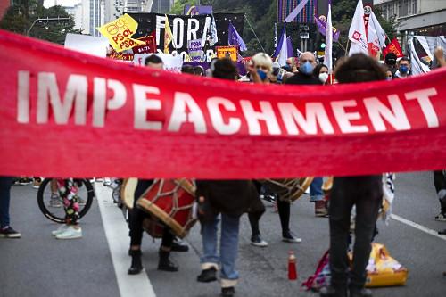 Manifestantes reivindicam impeachment para o presidente Jair Bolsonaro na avenida Paulista