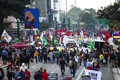 Vista de cima de manifestação contra o governo do presidente Jair Bolsonaro na avenida Paulista