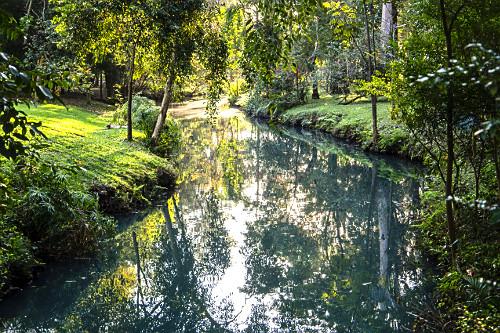 Foz do córrego do Sapateiro alimentando o lago do Parque do Ibirapuera