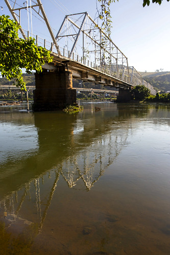 Ponte metálica Walter Vellasco sobre rio Paraíba do Sul - ligação entre  o centro da cidade e o distrito d
