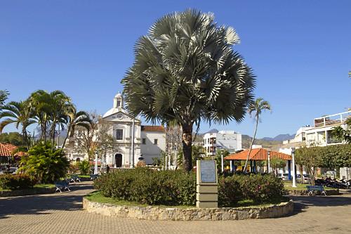 Igreja Matriz de São Fidélis de Sigmaringa na praça Guilherme Tito - centro da cidade - inaugurada em 1809