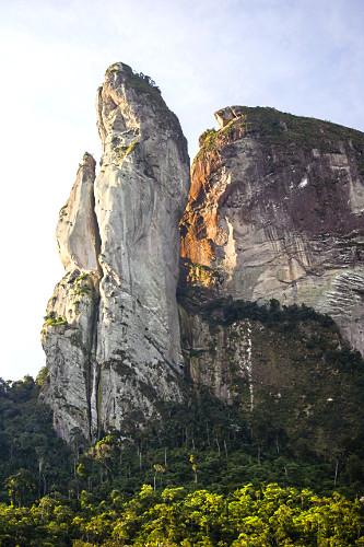 Pico dos Pontões - faz parte do Monumento Natural Estadual de Serra das Torres