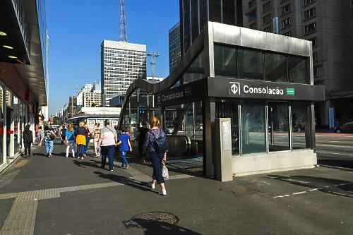 Acesso a Estação Consolação Linha 2 - Verde do metrô na Avenida Paulista