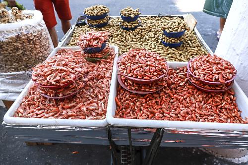 Venda ambulante de camarões seco e amendoim no Largo 13 de Maio - Bairro Santo Amaro