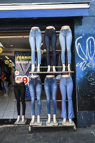 Manequins em loja de roupas no Largo 13 de Maio - Bairro Santo Amaro