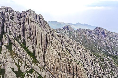 Vista de drone do Pico das Agulhas Negras - ponto mais alto do Parque Nacional do Itatiaia