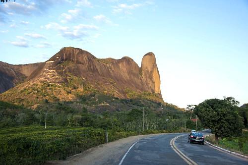 Morro do Camelo - símbolo da cidade de Pancas - Monumento Natural dos Pontões Capixabas