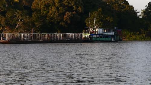 Balsa adaptada para transporte de gado - rio São Lourenço - conhecido na região por boieiro