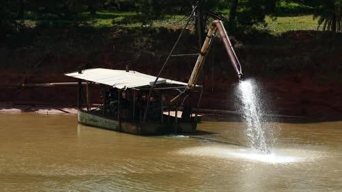 Dragagem de bancos de areia do reservatório da Usina Hidrelétrica Jurumirim formada pelo rio Paranapanema -